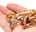 Гостья украла у хозяев  украшения на сумму более 130 тысяч рублей