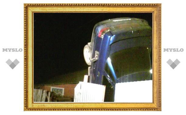 Под Тулой девушка снесла забор и сделала «свечку» на своем авто