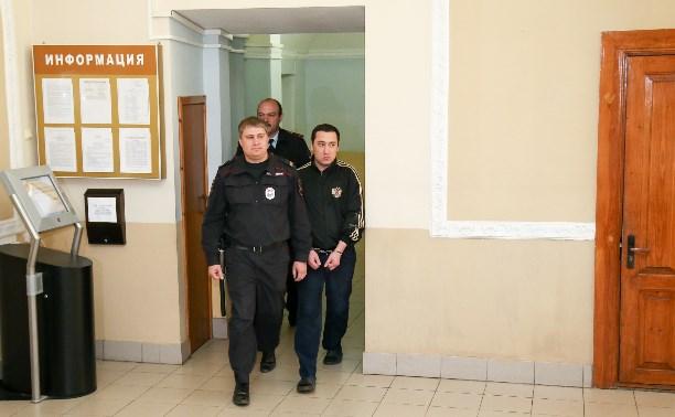 Судья устроила Шералиеву «очную ставку» с полицейскими, которые якобы били его