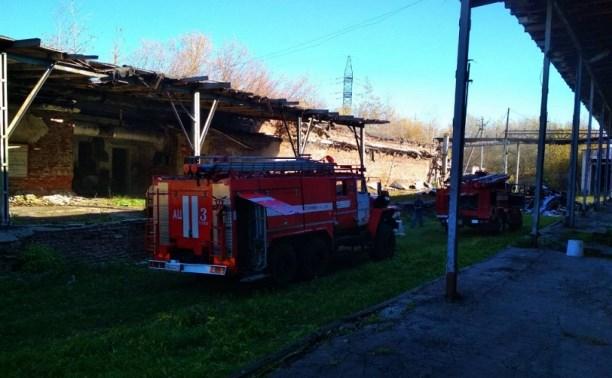 В Туле 14 пожарных тушили горящий склад