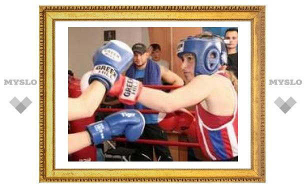 Лена Савельева боксирует лучше всех!