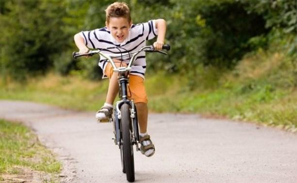 Российских школьников предлагают учить безопасной езде на велосипеде