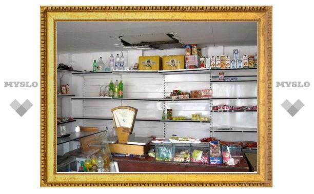 Деревенский магазин ограбили через потолок