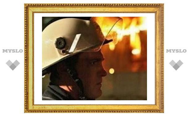 Тульские пожарные вынесли из огня женщину