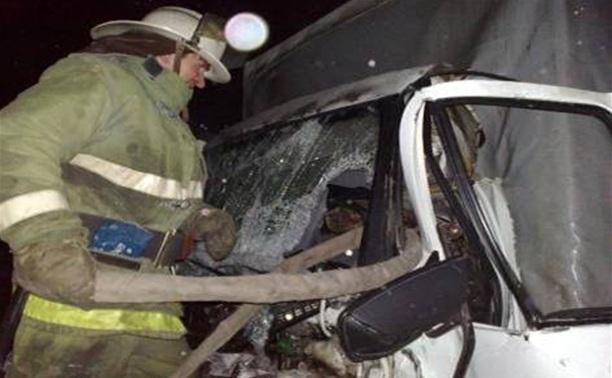 На трассе «Дон» грузовик врезался в стоящую на обочине фуру