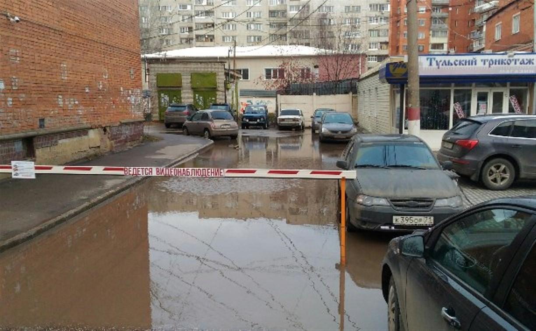 В Туле у дома №3 на ул. Лейтейзена перекрыта дождевая канализация