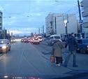 В Туле водитель Porsche остановился и перевел старушку через дорогу