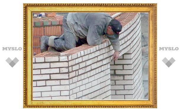 В Туле рабочий упал с крыши павильона