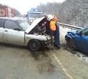 На трассе М-2 в лобовом столкновении пострадали три человека
