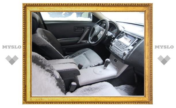 В Туле снегом занесло салон автомобиля «Infiniti»