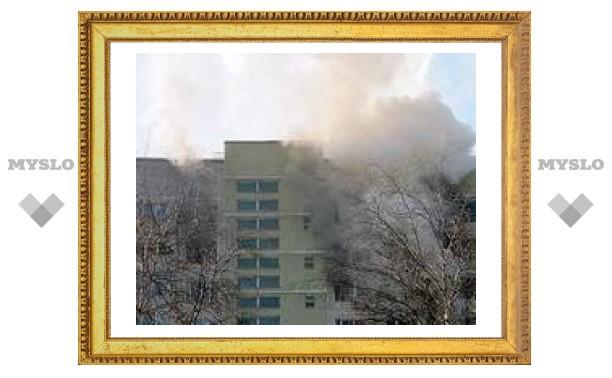 В 16-этажном доме на западе Москвы произошел пожар