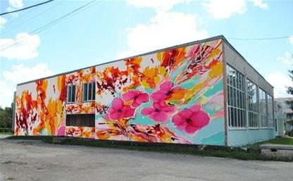 Школу №25 украсят цветы, а здание ДК ТОЗ - красивая девушка!