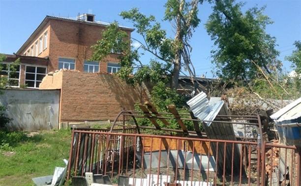 """""""Почему гидрометцентр не предупредил нас об урагане?"""" - житель Ефремова губернатору"""