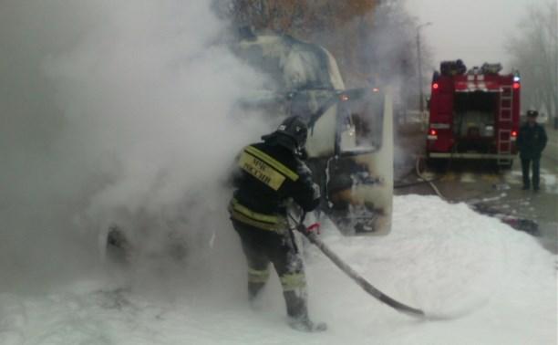 В Новомосковске загорелась пассажирская маршрутка: видео