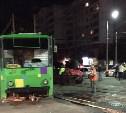 Ночью на ул. Ложевой столкнулись трамвай и легковушка