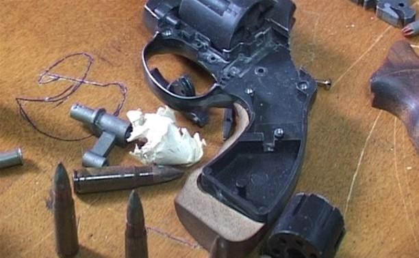 Тесть «подставил» зятя патронами и разобранным револьвером