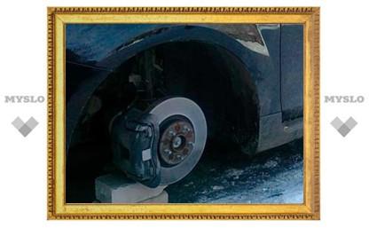 Под Тулой ночной автовор снял с машины все колеса