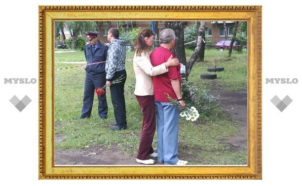 Отец и бывший муж Марии Шкарупы приехали на место преступления