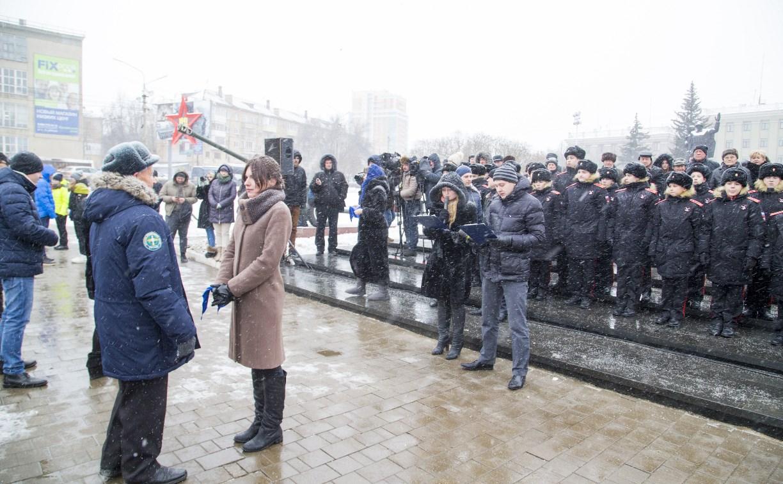 На площади Победы прошел флешмоб «Синий платочек»