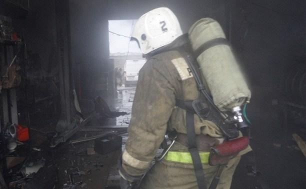 В результате пожара в тульском автосервисе сгорела «Нива»