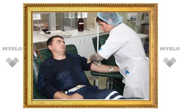 Тульские гаишники сдали кровь для пострадавших в ДТП