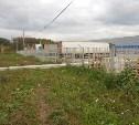 В Туле владельцы продовольственной оптовой базы незаконно обнесли аллею забором