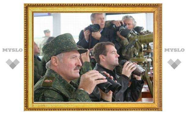 Медведев и Лукашенко решили раз в два года проводить военные учения