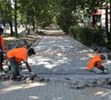 На тротуарах Тулы начали укладывать плитку