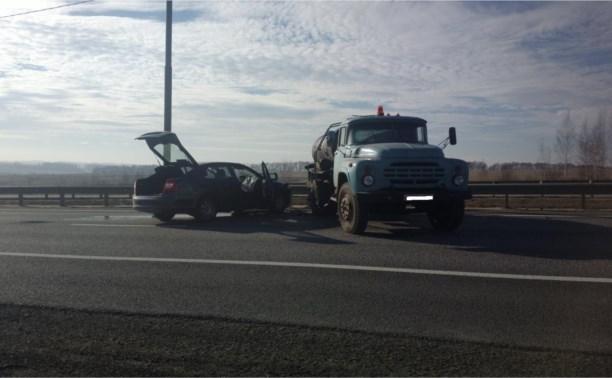 На трассе М2 ЗИЛ без водителя стал причиной ДТП