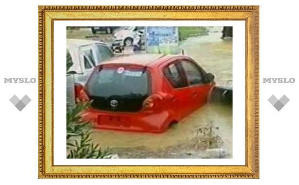 Наводнение в Индонезии: 18 жертв
