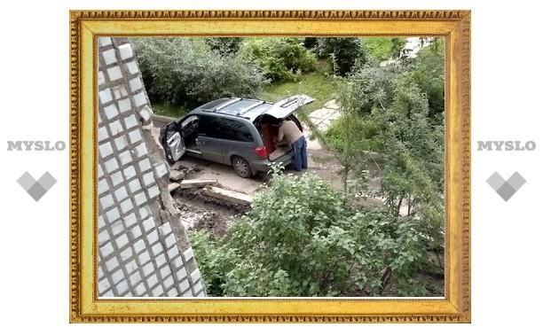 Кто ворует тротуарную плитку из дворов Тулы?