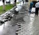 Ливень смыл в Туле на пр. Ленина тротуарную плитку
