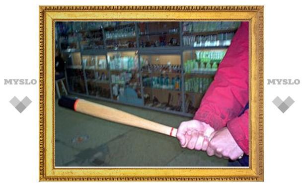 В Петербурге муж работницы мебельной фабрики избил битой ее босса
