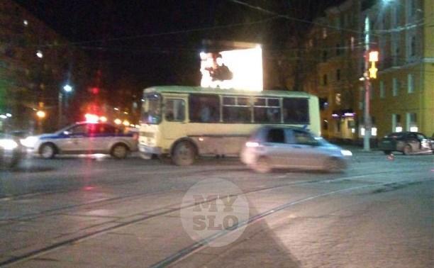 На ул. Октябрьской в Туле легковушка влетела в автобус