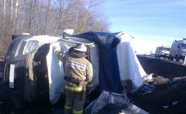 """""""Ниссан"""" врезался в грузовую """"Газель"""" на трассе: пострадали пять человек"""