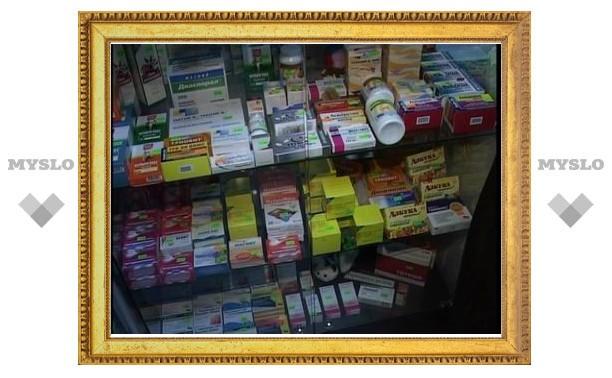Фармацевты попросили Медведева не разрешать продажу лекарств в магазинах