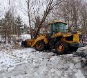 Погрузчик вмерз в лед в пруду Богородицка: на водителя составили протокол