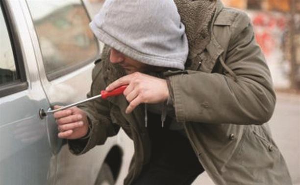 Житель Арсеньевского района пытался угнать автомобиль