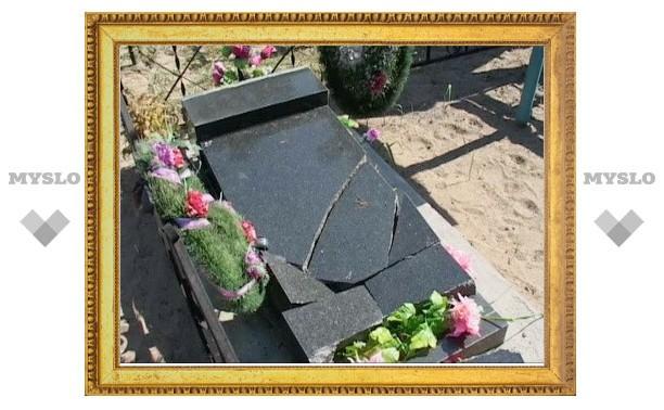 Житель Ростова ночью из мести разбил могильный камень