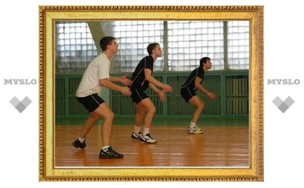В Тульской волейбольной лиге обостряется борьба за лидерство