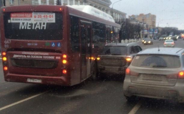 В Туле на проспекте Ленина произошло два ДТП с участием общественного транспорта