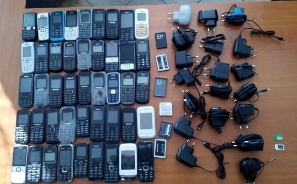 Туляк пытался провезти в колонию 45 мобильных телефонов