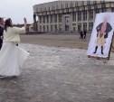 Туляки забросали помидорами плакат с Борисом Моисеевым