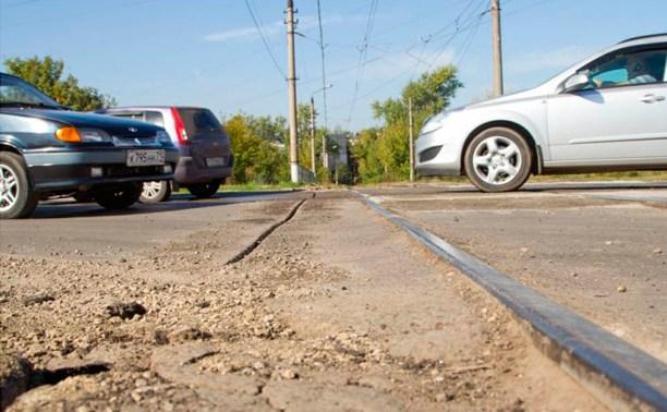 На Восточном обводе начался ремонт трамвайного переезда