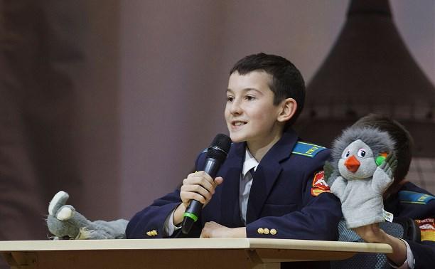 Шутки серьезных людей: в Суворовском училище прошел КВН