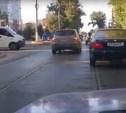 На улице Марата водитель объехал пробку по встречным трамвайным путям