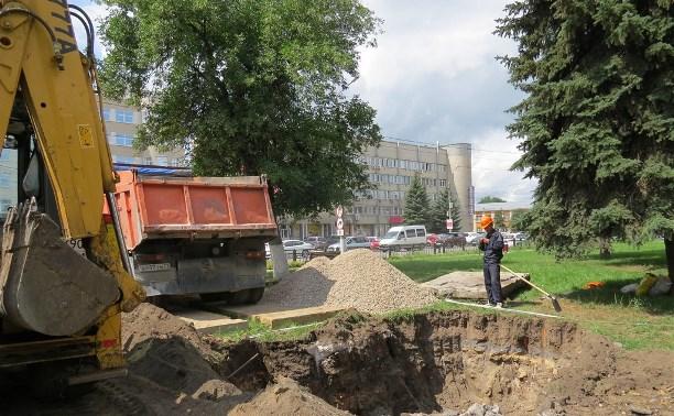В Туле приступили к установке памятника Глебу Успенскому