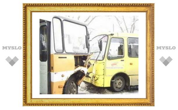 В Туле столкнулись два автобуса