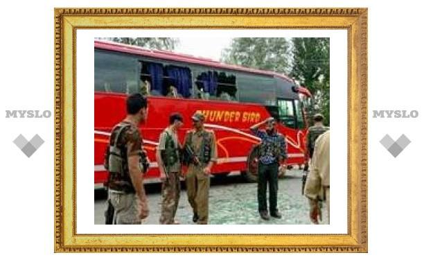 В индийском штате Кашмир взорван туристический автобус