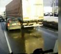 На Новомосковском шоссе из-за ДТП с грузовиком и малолитражкой возникла пробка